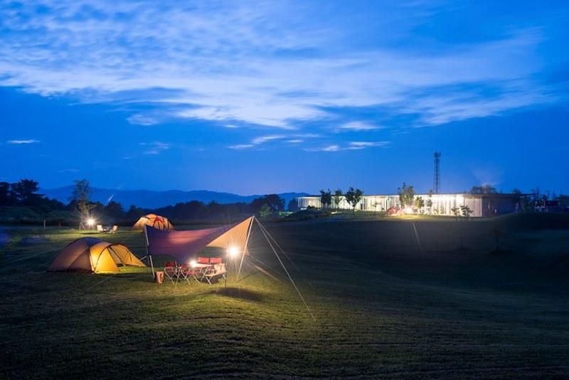 Headquartersは、併設のキャンプ場を見ることができる(写真提供元:Snow Peak)
